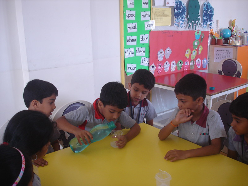 BUILDING COGNITIVE SKILLS THROUGH EXPERIMENT - SOLUBLE AND INSOLUBLE  MIXING SALT, SUGAR AND LEMON IN THE WATER  (4)