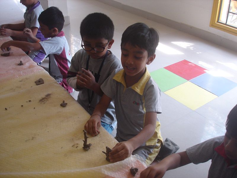 DEVELOPING CREATIVE SKILLS DURING CLAY MODELLING SESSION (1)