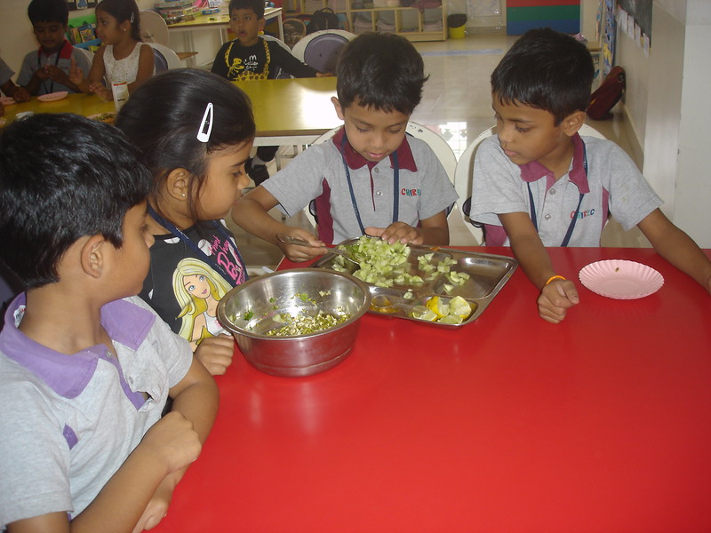 SENSORY EXPERIENCE - MAKING AND TASTING SPROUT SALAD (5)