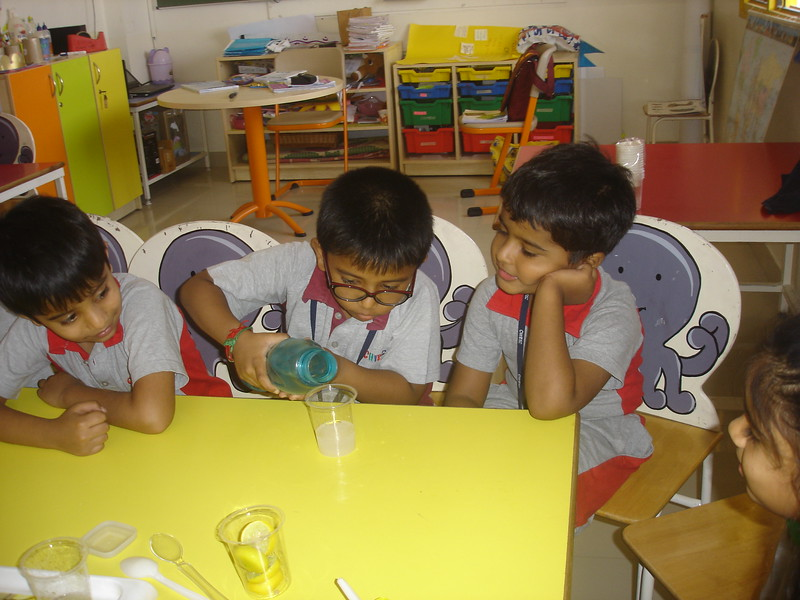 BUILDING COGNITIVE SKILLS THROUGH EXPERIMENT - SOLUBLE AND INSOLUBLE  MIXING SALT, SUGAR AND LEMON IN THE WATER  (5)
