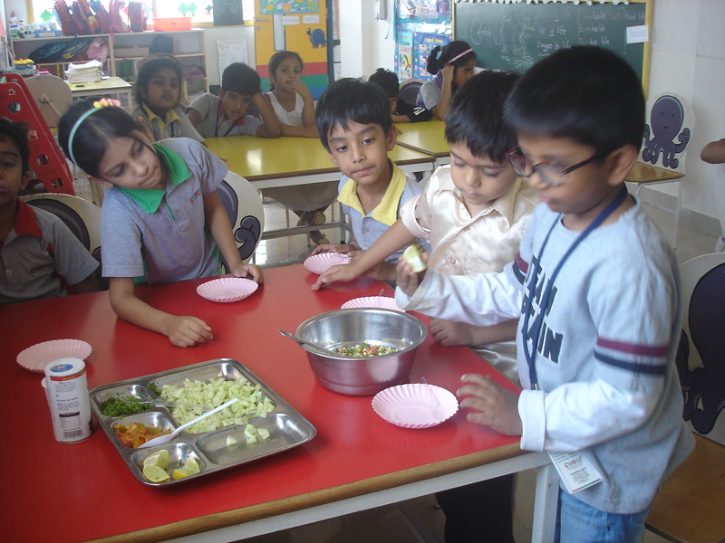 SENSORY EXPERIENCE - MAKING AND TASTING SPROUT SALAD (3)
