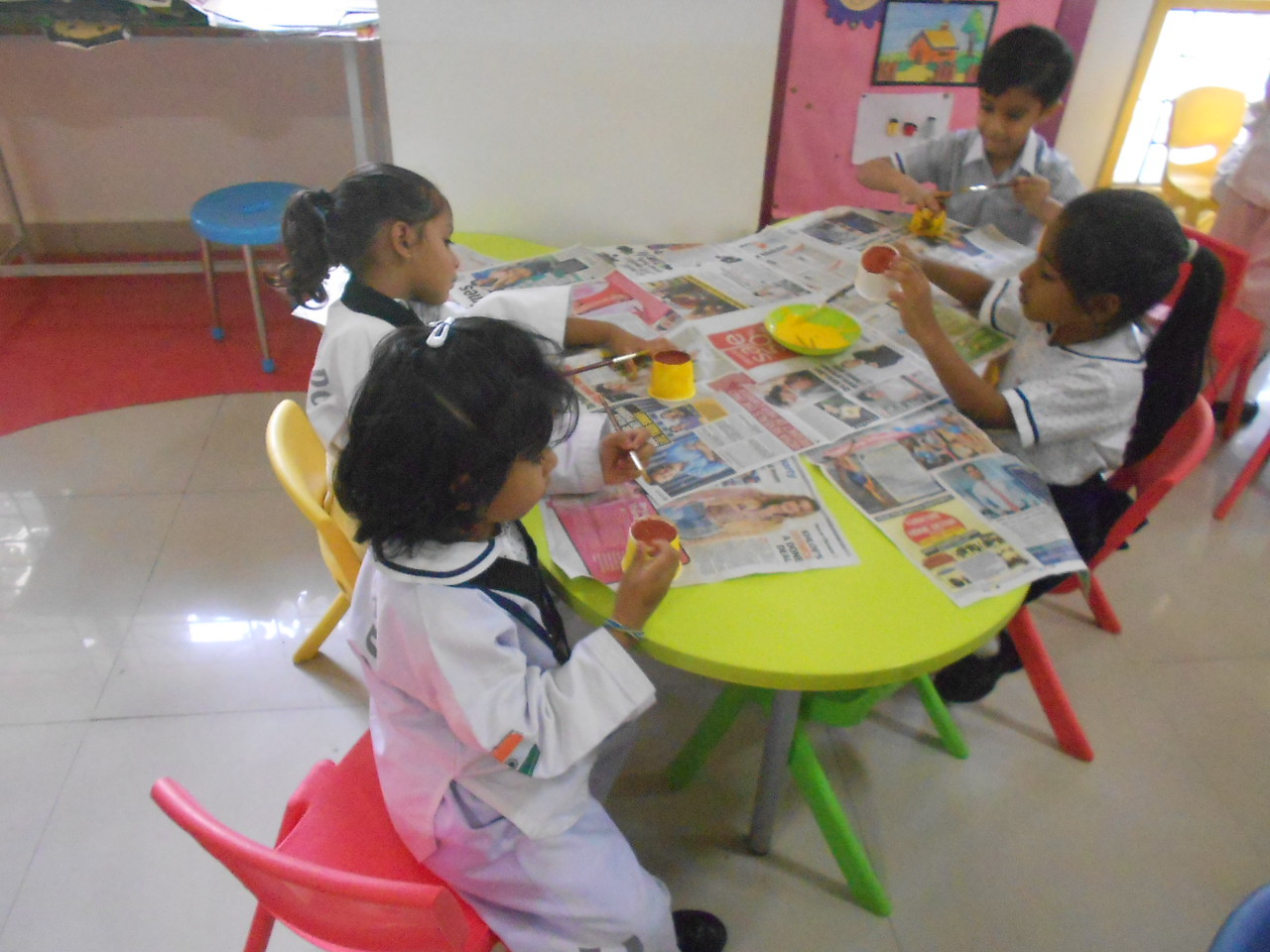 JUMBOS MAKING SUNFLOWER IN ART AND CRAFT CLASS (5)
