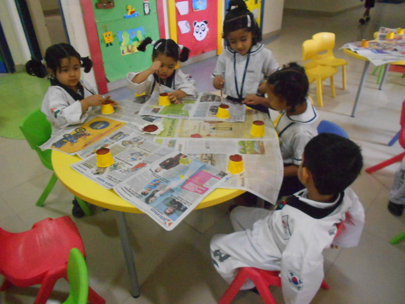 JUMBOS MAKING SUNFLOWER IN ART AND CRAFT CLASS (1)