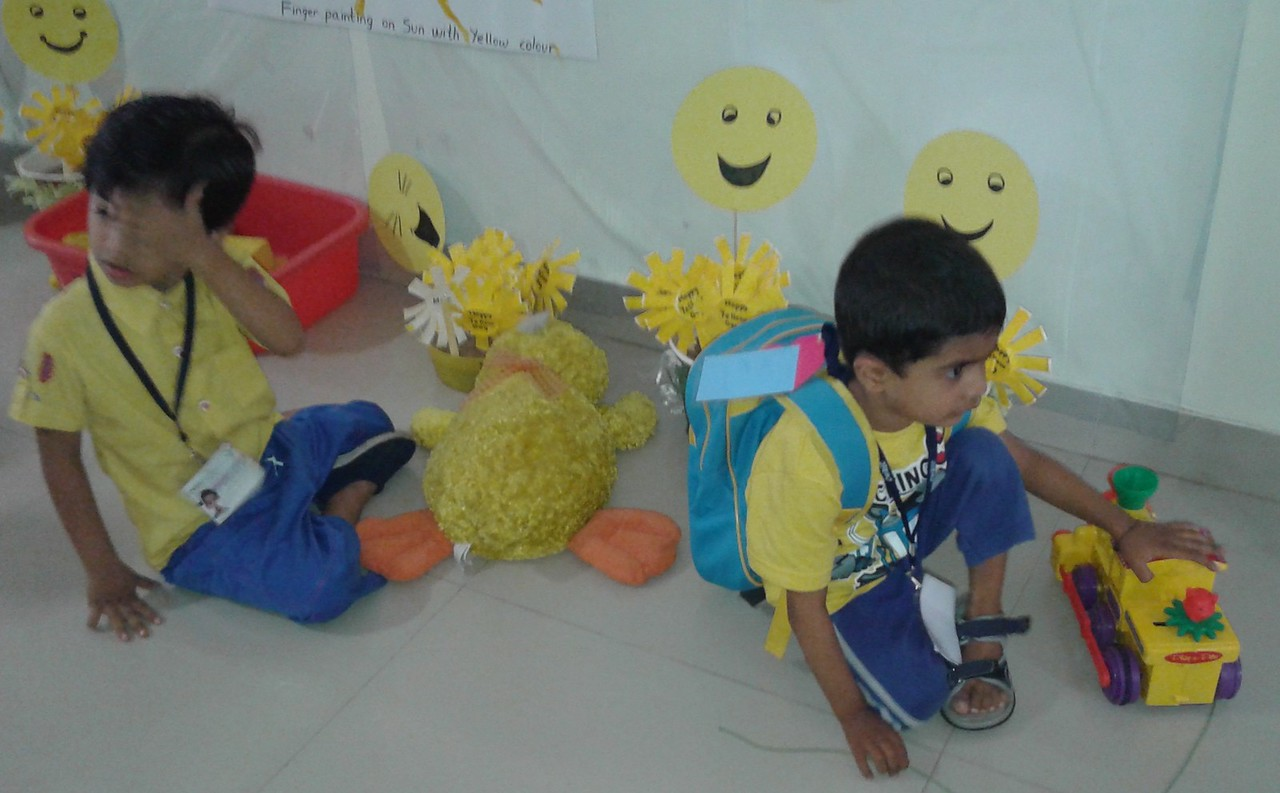 YELLOW DAY FUN GAMES (4)