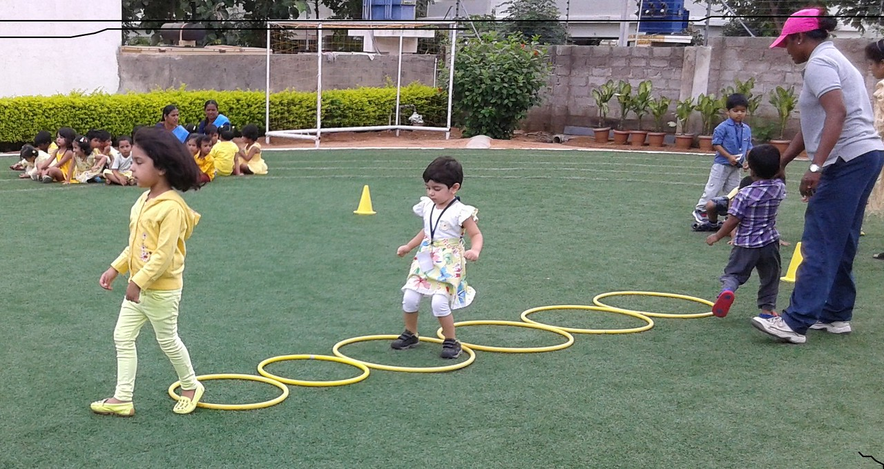 YELLOW DAY FUN GAMES (10)