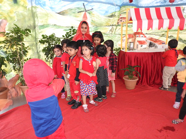 MEETING RED RIDING HOOD--RED DAY (1)