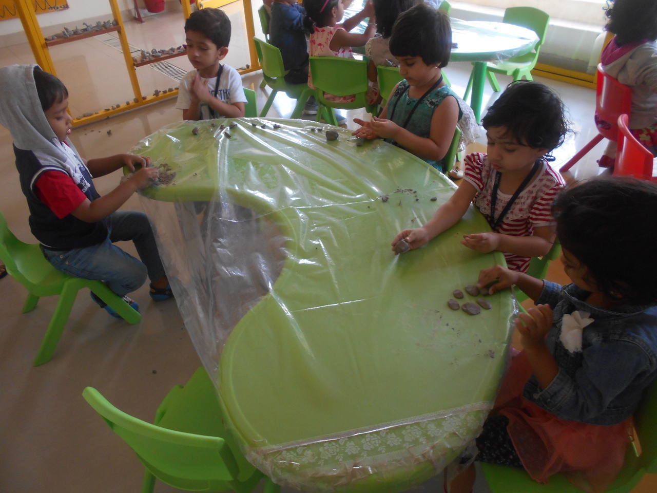 FINE MOTOR SKILLS AND CREATIVE SKILLS- MOULDING CLAY (1)