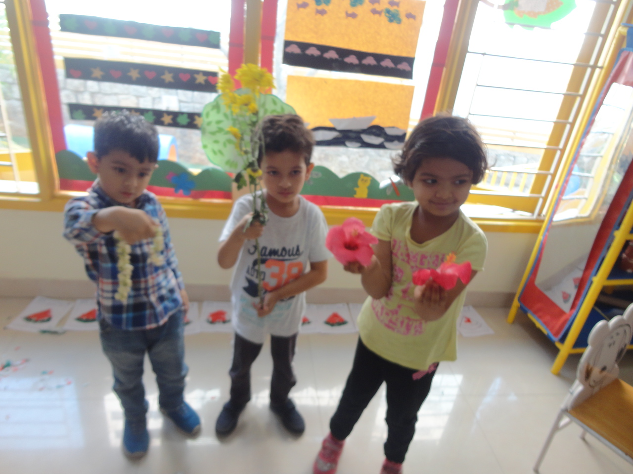 DEVELOPING COMMUNICATION, LANGUAGE AND SOCIAL SKILLS- SHOW AND TELL ACTIVITY ABOUT FLOWERS