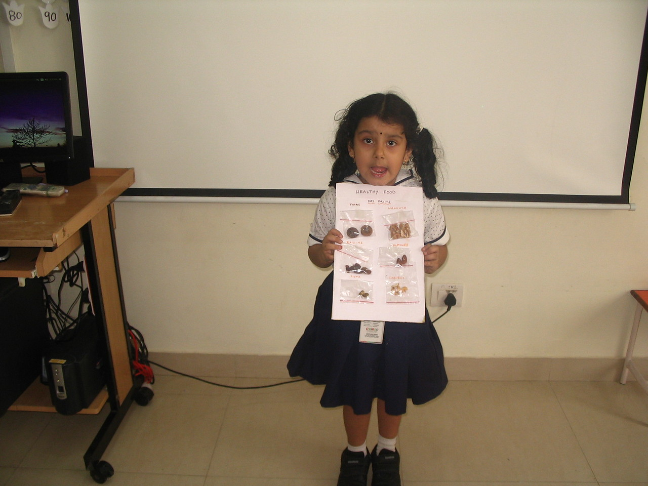 SHOW AND TELL ON HEALTHY AND UNHEALTHY FOOD