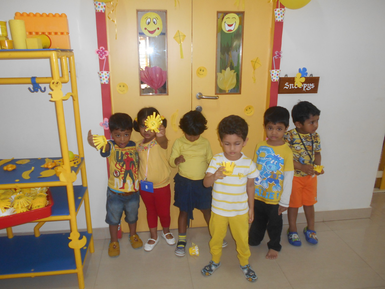 LOOK!! WE ARE ALL DRESSED IN YELLOW (4)
