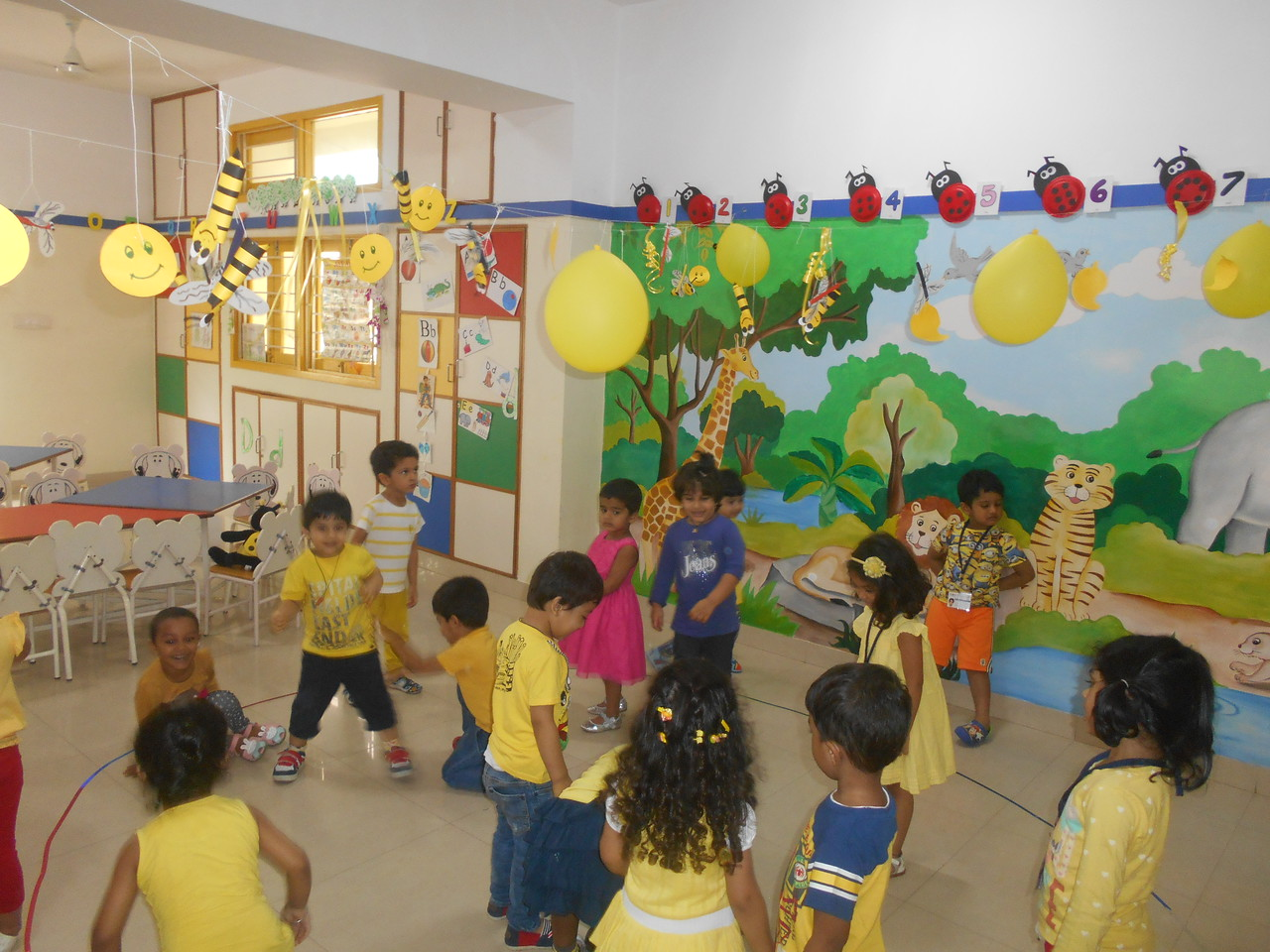 LOOK!! WE ARE ALL DRESSED IN YELLOW (6)