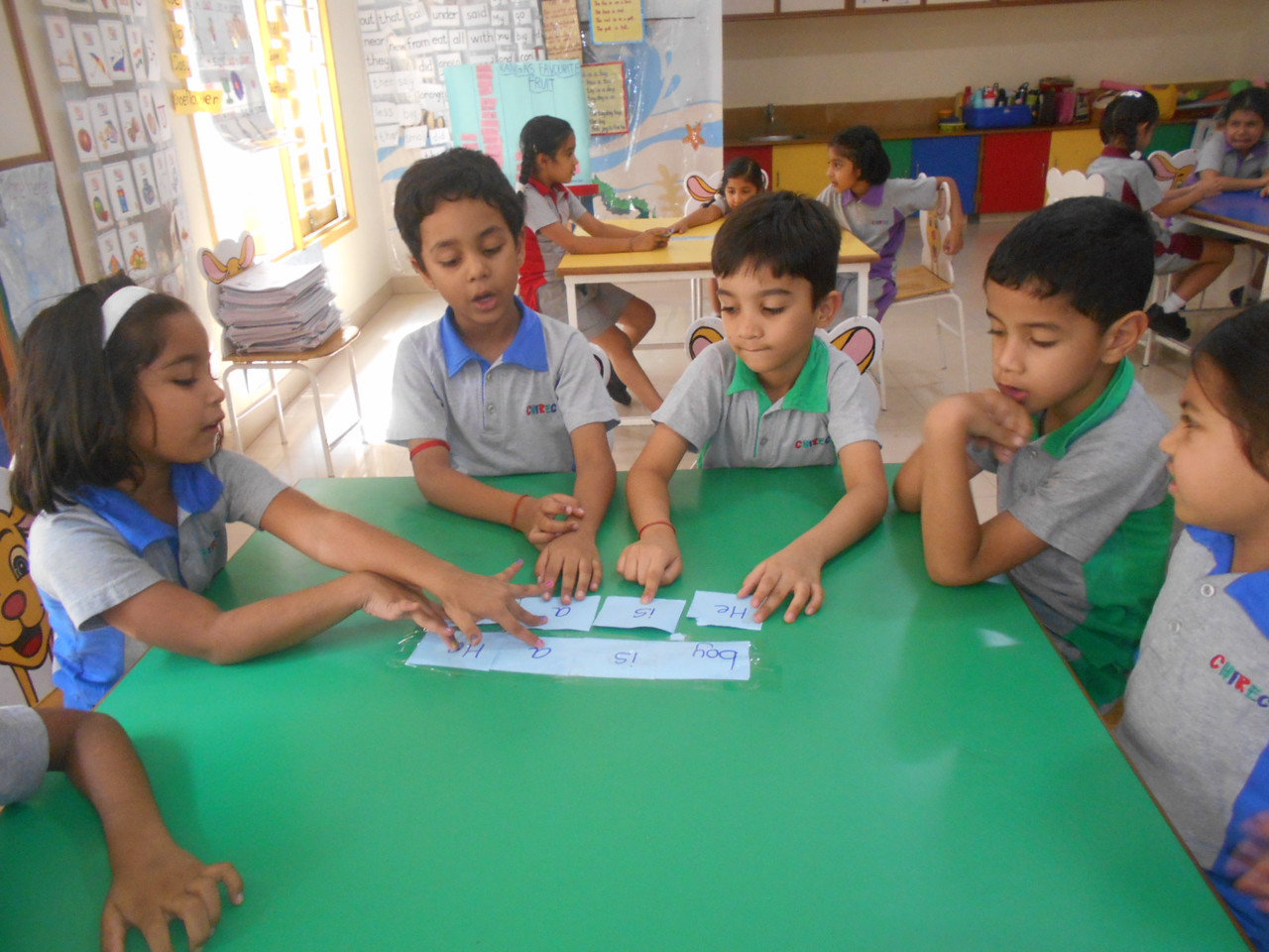 DEVELOPING LITERACY SKILLS - RE-ARRANGING WORDS TO FORM A CORRECT SENTENCE (6)