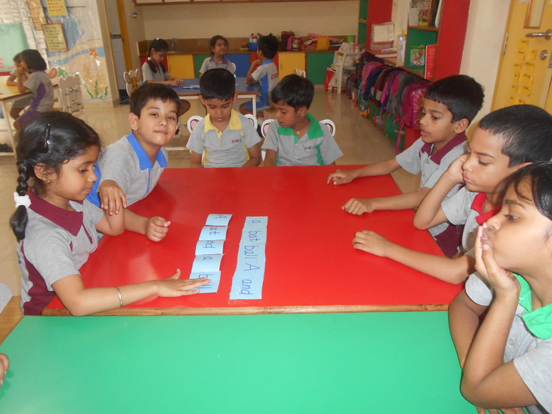 DEVELOPING LITERACY SKILLS - RE-ARRANGING WORDS TO FORM A CORRECT SENTENCE (4)