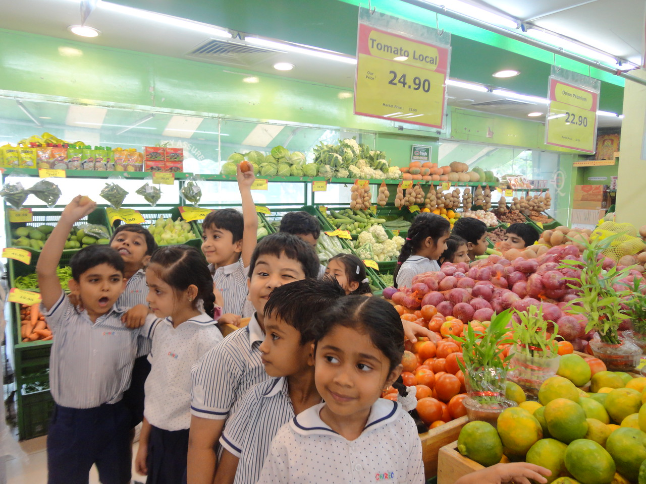 FIELD TRIP TO FRUIT AND VEGETABLE MART