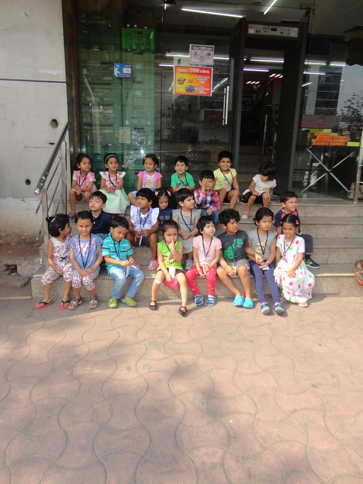 OUR FIELD TRIP TO FRUIT AND VEGETABLE MART (2)