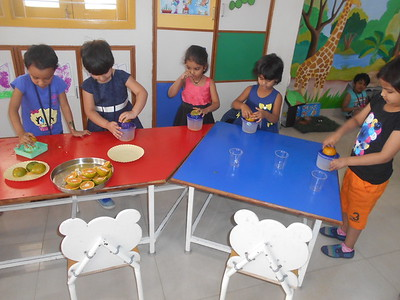 DEVELOPING FINE MOTOR AND SENSORY SKILLS THROUGH SQUEEZING ACTIVIY (4)