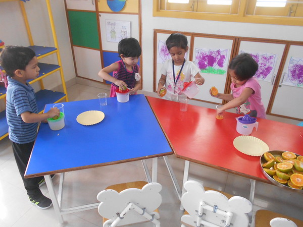 DEVELOPING FINE MOTOR AND SENSORY SKILLS THROUGH SQUEEZING ACTIVIY (2)