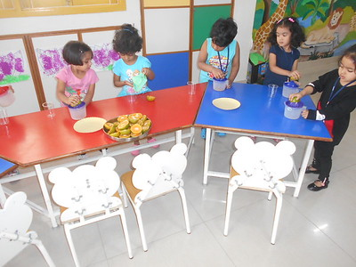 DEVELOPING FINE MOTOR AND SENSORY SKILLS THROUGH SQUEEZING ACTIVIY (1)