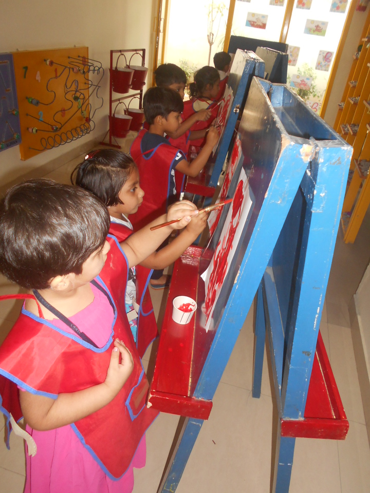 DEVELOPING FINE MOTOR SKILLS AND CREATIVE SKILLS- EASEL BOARD PAINTING (2)