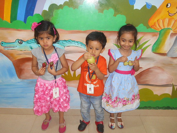 DEVELOPING COGNITIVE AND COMMUNICATION SKILLS THROUGH SHOW AND TELL ACTIVITY (2)