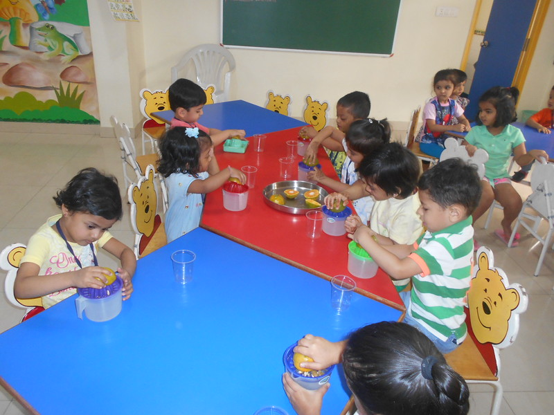 DEVELOPING FINE MOTOR AND GUSTATORY SKILLS THROUGH SQUEEZING ACTIVITY