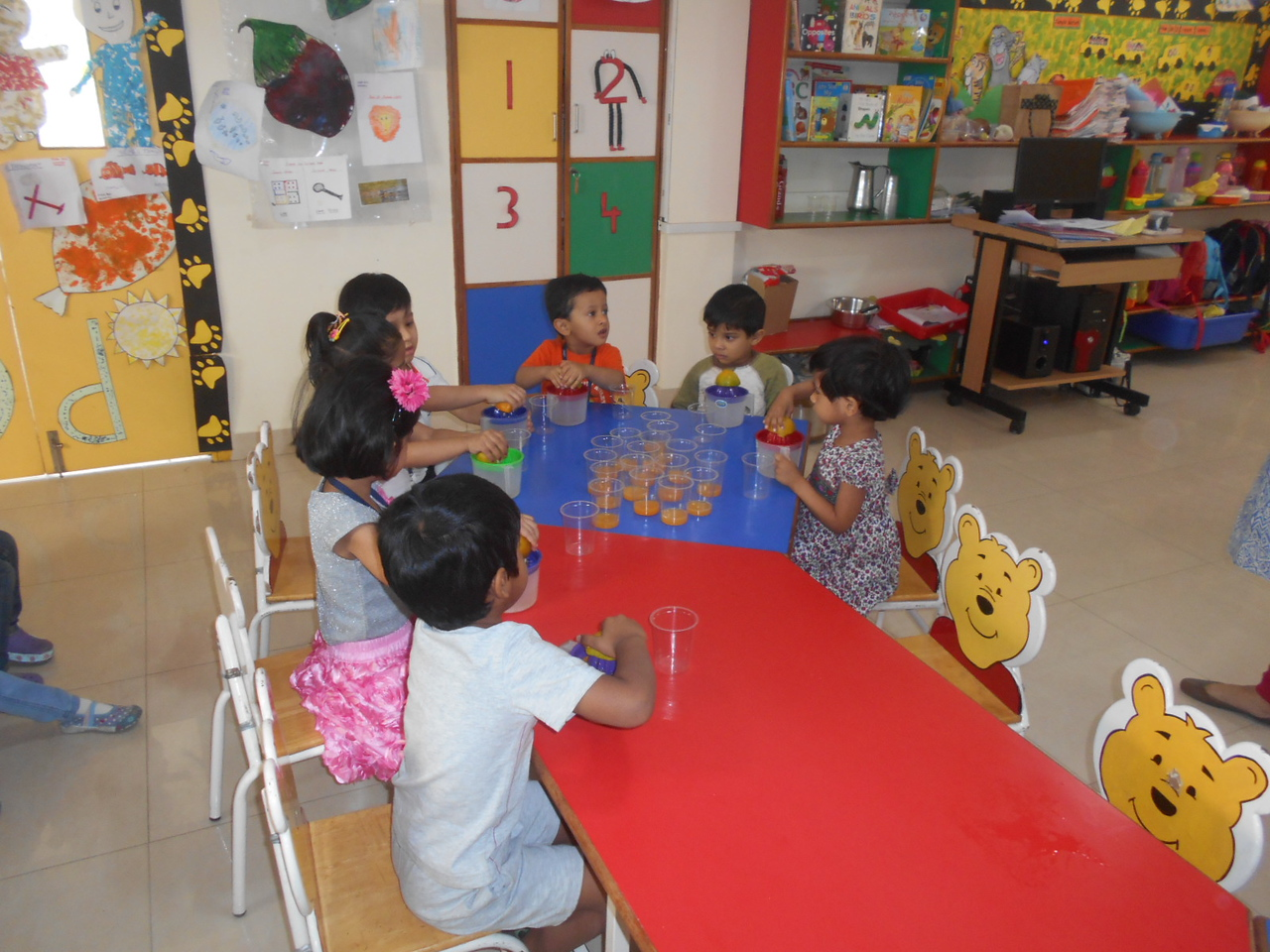 DEVELOPING FINE MOTOR AND GUSTATORY SKILLS THROUGH SQUEEZING ACTIVITY (4)