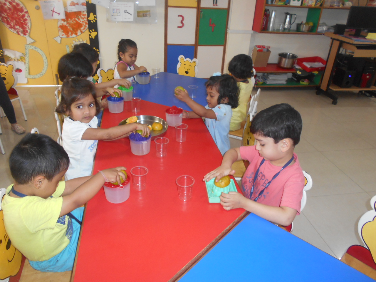 DEVELOPING FINE MOTOR AND GUSTATORY SKILLS THROUGH SQUEEZING ACTIVITY (2)