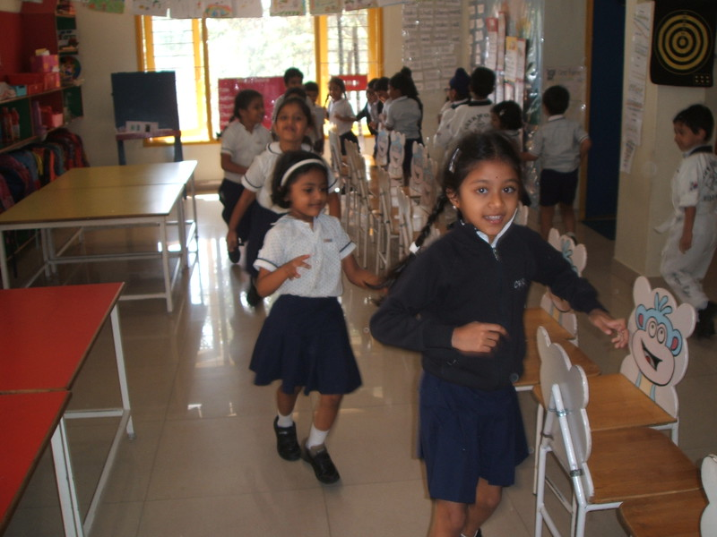 DEVELOPING COGNITIVE AND MOTOR SKILLS -INDOOR GAMES- PLAYING MUSICAL CHAIRS