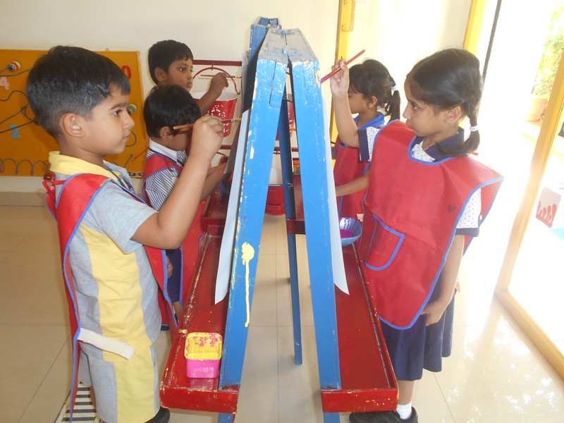 DEVELOPING FINE AND CREATIVE SKILLS-EASEL BOARD