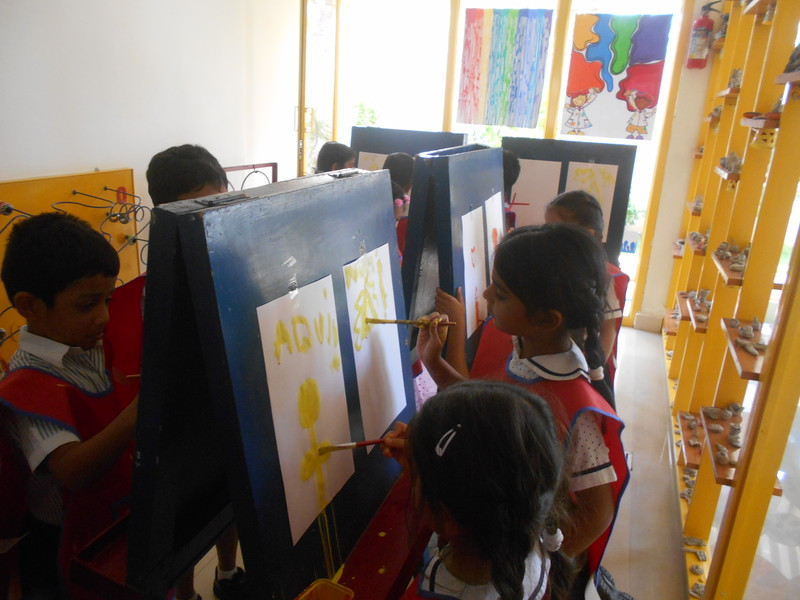 DEVELOPING CREATIVE AND FINE MOTOR SKILLS - EASEL BOARD PAINTING