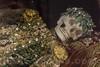 Die Katakombenheilige Clara im Museum Blumenstein in Solothurn - Heilige Körper – Fotos aus der Serie : Die elf Katakombenheiligen des Kantons Solothurn - Autor : Urs Amacher - Erschienen im Knapp Verlag - CH-4600 Olten In der zweiten Hälfte des 20. Jahrhunderts entfernte man die meisten Katakombenheiligen aus den Kirchen. Sie drohen in Vergessenheit zu geraten. In diesem Buch sind deshalb elf Heilige Körper versammelt - Urs Amacher - Heilige Körper – Die elf Katakombenheiligen des Kantons Solothurn - Fotos Patrick Lüthy 135Seiten, geb., 17.4 x 21,5 cm ISBN 978-3-906311-29-6© Patrick Lüthy/IMAGOpress.com
