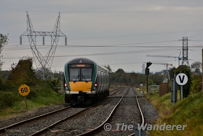 22036 crosses over Killonan Jct. with the 1325 Heuston - Limerick. Sun 23.10.16