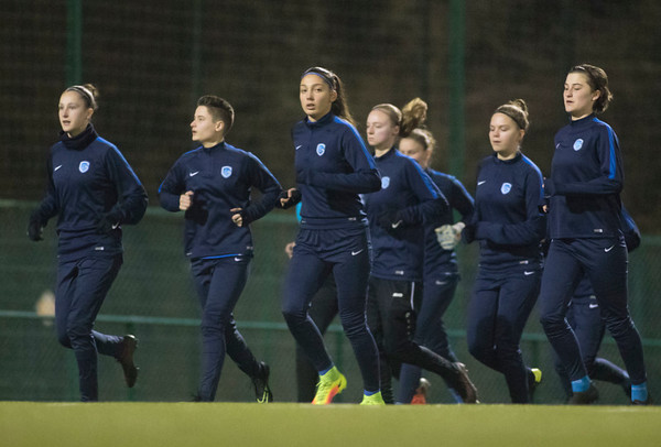 2017-02-02 - GENK - Training KRC Genk Ladies - Gwen Duijsters - Amber Tysiak - Floor Caelen - Yenthe Kerckhofs - Esther Knevels