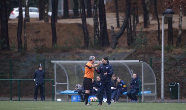 2017-03-18 - GENK - KRC Genk II - FC Halvenweg Zonhoven - Scheindsrechter Guido Ras in discussie met Trainer Sven Vandereyt