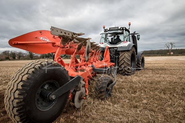 Valtra T234 with Kuhn Vari-master plough