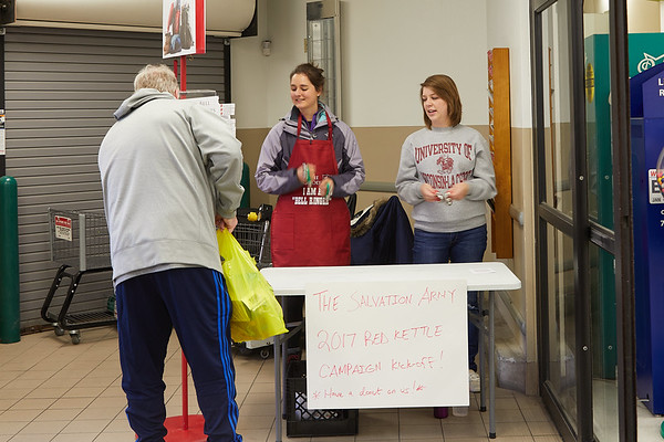 2017_UWL_Salvation_Army_Bell_Ringers_0058