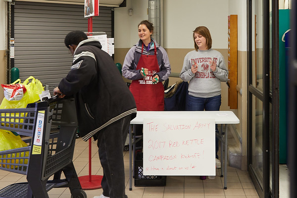 2017_UWL_Salvation_Army_Bell_Ringers_0032