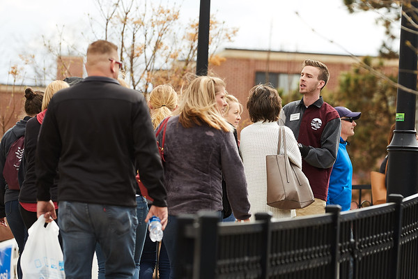 2018 UWL Vanguard Panel Tours Campus Close up 0058
