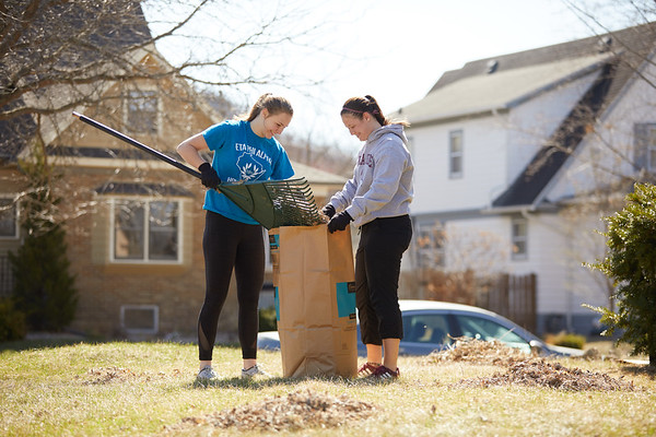 2018 UWL Neighbor Day Student Volunteers 0009