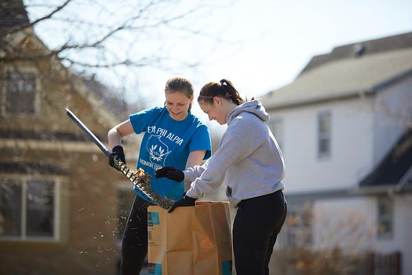 2018 UWL Neighbor Day Student Volunteers 0019