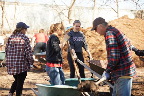 2018 UWL Neighbor Day Student Volunteers 0050