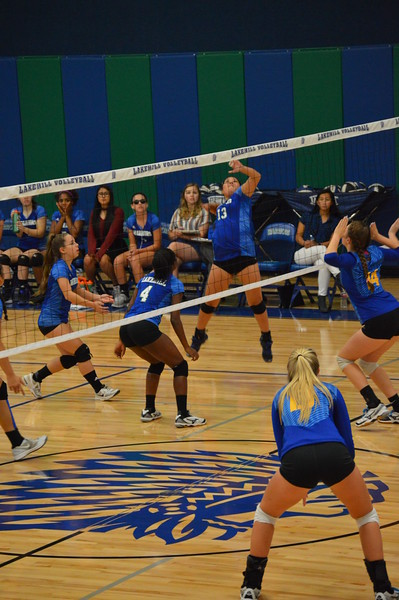 Varsity VBall vs Dallas Lutheran 9.5.17