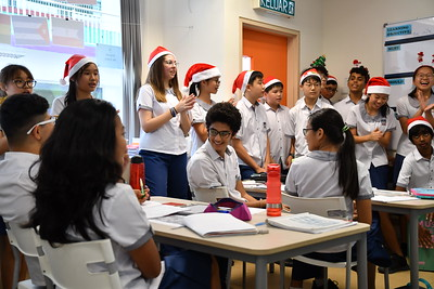 Flashmob - Christmas songs around school