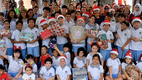 Delivering gifts to refugee schools
