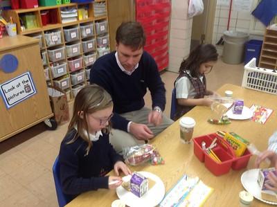 Kindergarten makes Gingerbread Houses