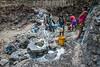 Nicaragua - Somoto - Mancico - 30/Marzo/2017 - Escazes y racionamiento de agua en la comunidad de Mancico debido al  que los pozos artesanales se estan secando , obligando a enllavar los pozos comunales . El agua de estos pozos es utilizada para consumo y poder cocinar , en cambio para lavar ropa y bañarse tienen que ir al pie de la Montaña donde el flujo de agua ha disminuido tanto que el manantial se convirtio en un charco de agua , el despale y la sequia ha golpeado seriamente a estas comunidades que ya sufre la falta del vital liquido / Nikaragua : Wasserknappheit in der Gemeinde Somoto - Trockenheit - Dürre - Trinkwasser - Wasser - Wasserversorgung - Brunnen © Oscar Navarrete/LATINPHOTO.org