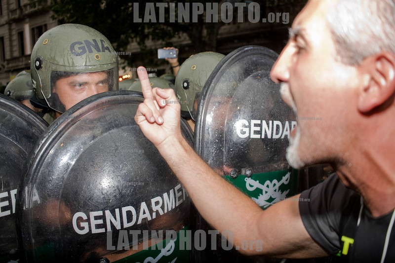 Violent repression of Gendarmerie against social organizations and legislators in front of the Congress of the Argentine Nation