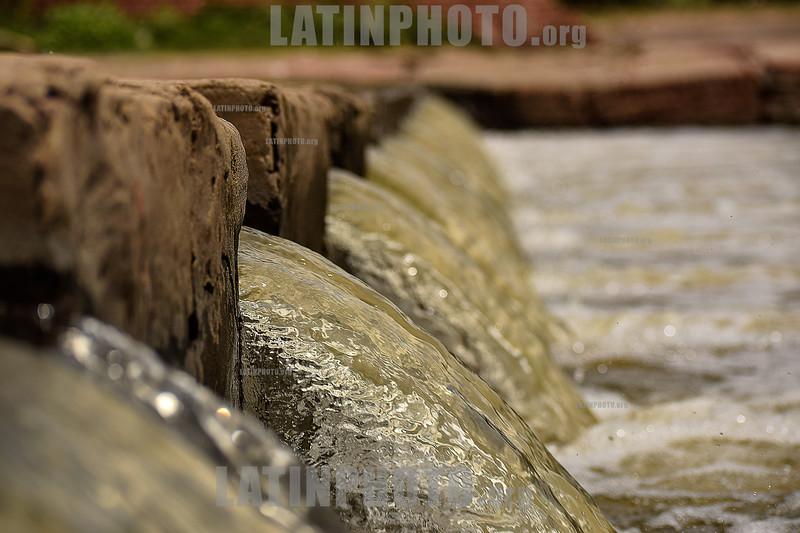 Argentina : Caida de agua en la represa en San Antonio de Areco / Argentinien : Wasser © Walter Marthi/ LATINPHOTO.org