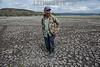 Nicaragua - Matagalpa 09/05/2016 Narciso Moreno habitante de la Laguna de Moyua con tristeza cuenta los mas de 300 metros que se ha secado la Laguna desde que inicio la sequia. Moreno se dedicaba a prestar servicios de turismo con su lancha en visitas guiadas , actualmemnte se dedica a la siembra en los alrededores de la laguna / Narciso Moreno observes the drought in the Laguna de Moyua - planting - water scarcity - water scarcity - drought - drought - agriculture / Nikaragua : Narciso Moreno beobachtet die Dürre in der Laguna de Moyua - Anpflanzung - Wassernot - Wasserknappheit - Dürre - Trockenheit - Landwirtschaft - Globale Erwärmung © Oscar Navarrete/LATINPHOTO.org