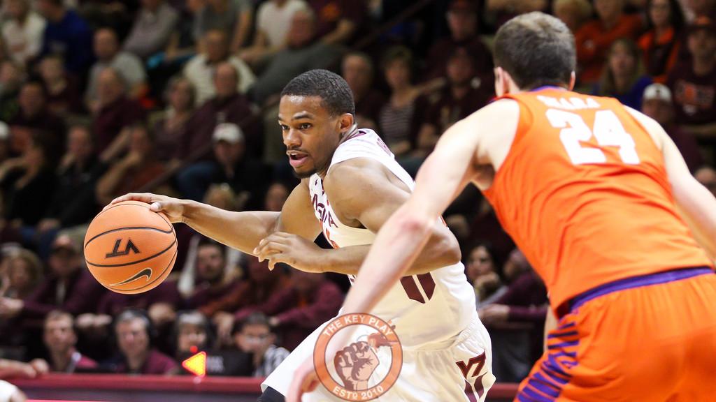 P.J. Horne dribbles the ball in relief minutes off the bench in the first half. (Mark Umansky/TheKeyPlay.com)